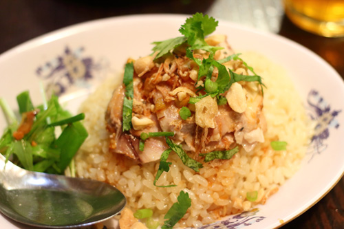 生麺フォー・ドリンク・ハーフコムガーのセット