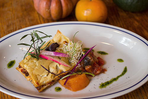 有機野菜のラグーソースと豆腐クリームのヴェジラザニア