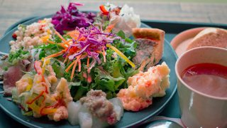 "Fresh Balanced Food Cafe ""VONGO & ANCHOR"" / Chatan, Okinawa"